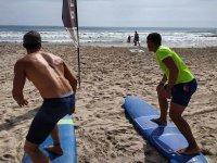 Calentando con la tabla de surf