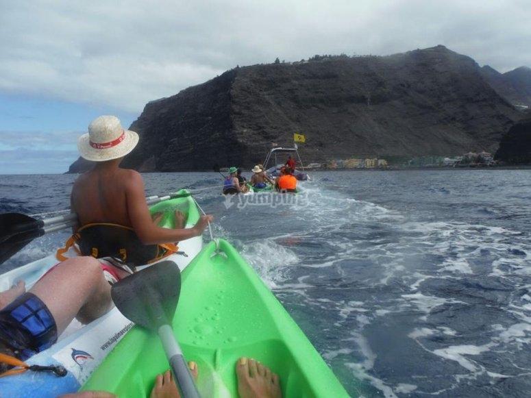 kayaks  empujados.