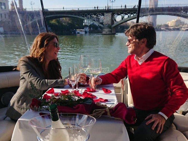 Desayuno en barco por Sevilla