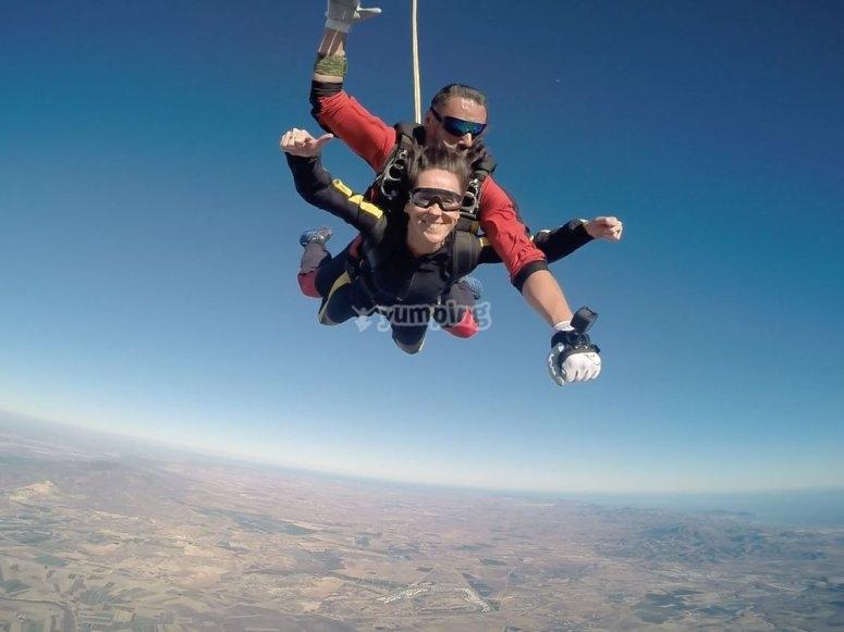 Paracaidista en tandem aerodromo de Totana