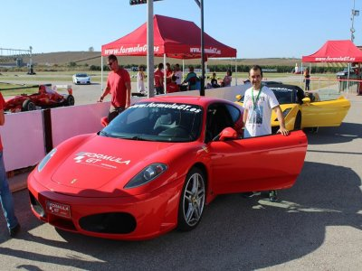 在Circuito塞维利亚驾驶法拉利1圈