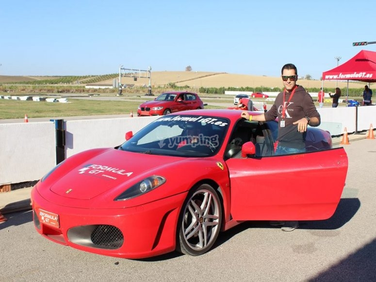Vuelta al circuito en un Ferrari F430