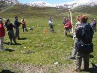 Tirare le corde in montagna