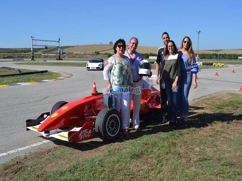 Foto de familia con el coche