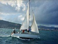 Gita in barca lungo la costa