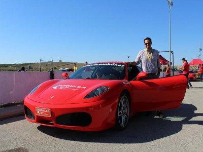 Conducir un Ferrari en ruta de 11km por Calafat
