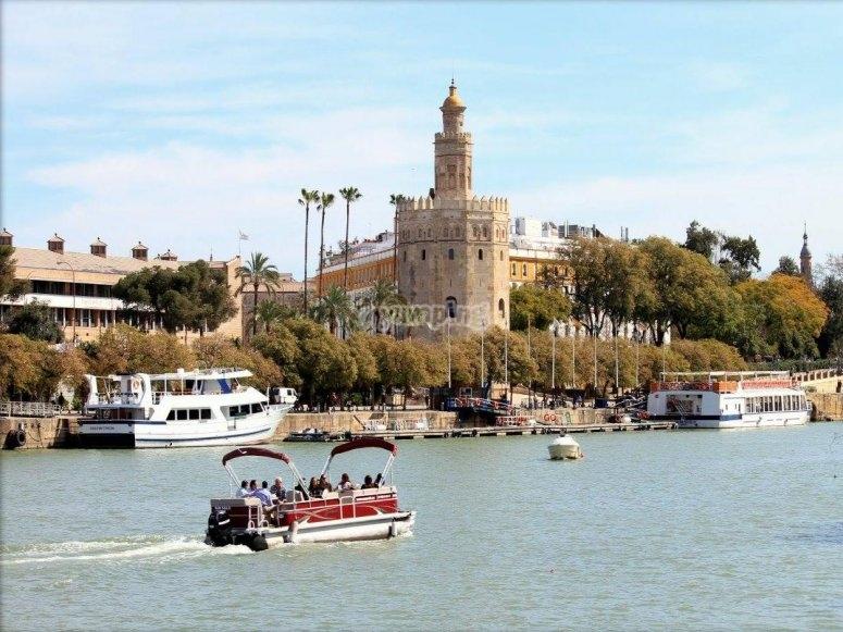 Barco en el Guadalquivir