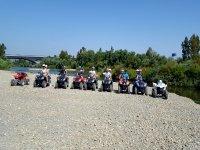 Todos preparados para la ruta en quad