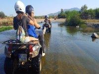 Por el río con los quads