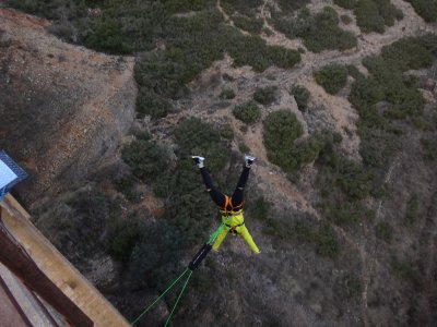 2 bungee jumping ad Albentosa con video gratuiti