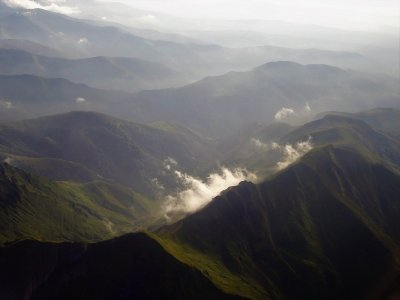 在Picos de Europa乘飞机飞行1小时30分钟