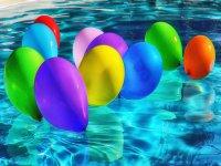 Fiesta en la piscina para niños