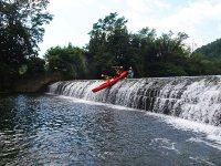 Recorriendo la presa de Ampuero en canoas
