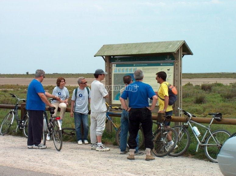 旁边的自行车出租在BTT -999路线停靠 - 自行车游览