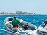 大西洋上充气船