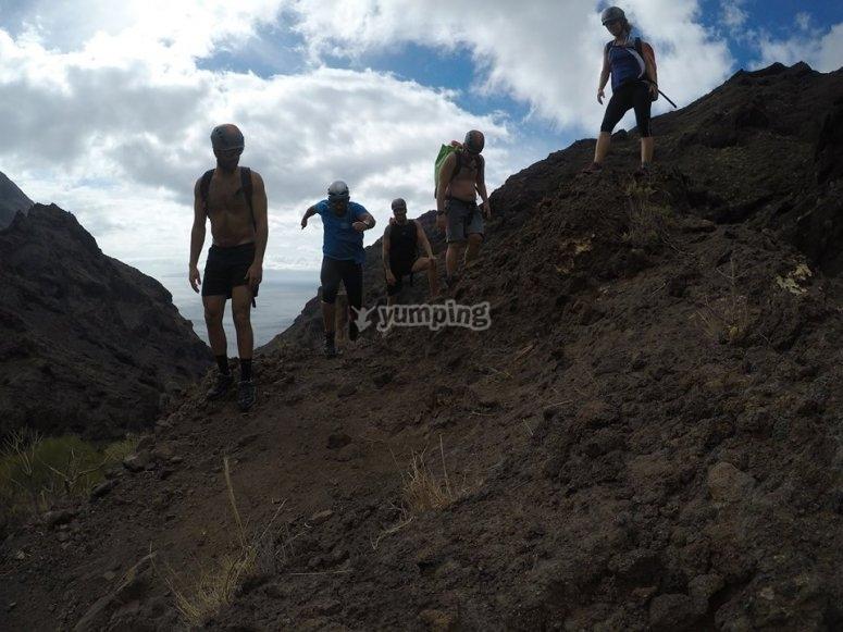 Ascendiendo por la ladera de la montaña
