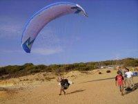 我们的滑翔伞起飞