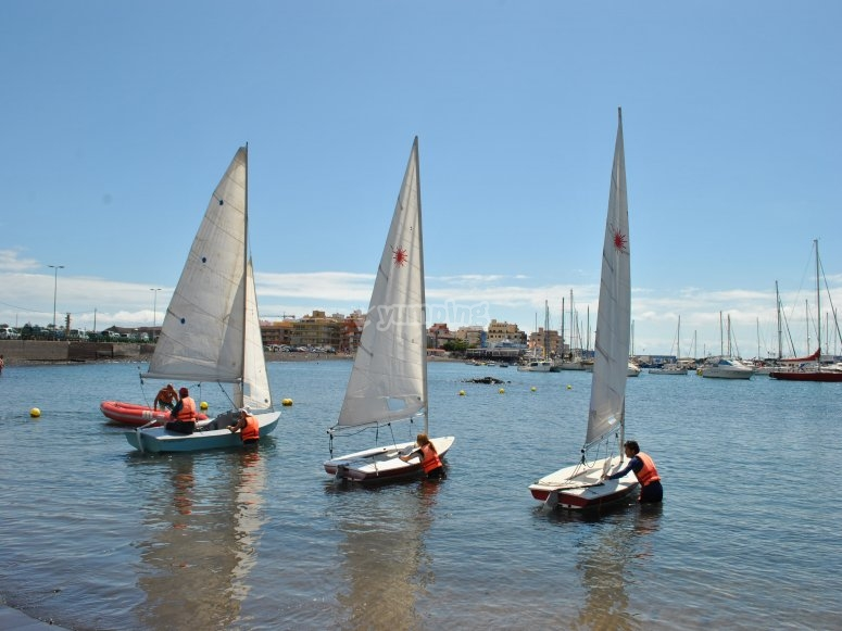 Dinghy sailing course
