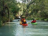 Tramos tranquilos por el río en los kayaks