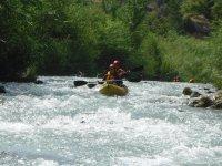 Con el kayak biplaza por aguas bravas
