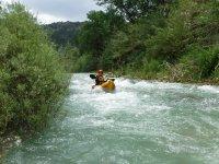 Remando a bordo del kayak