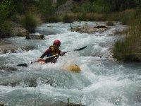 Pasando rápidos con los kayak