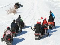 在日落韦斯卡1小时的雪地车路线