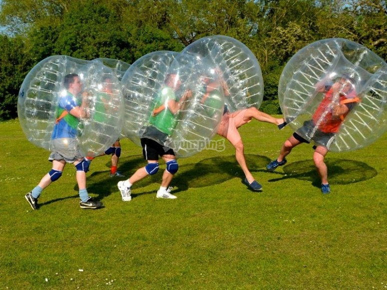 Ven a jugar al futbol burbuja