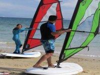 clase de windsurf en la arena