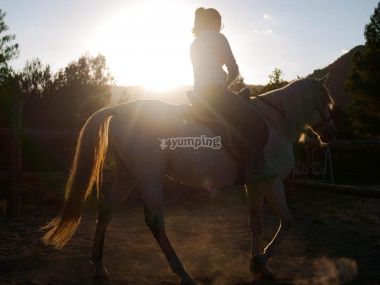 Montando a caballo en Rajadell
