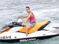 Con la moto d'acqua ferma