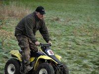 enseñando a manejar el quad