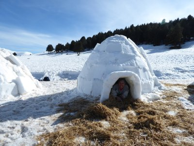 在Vallter和建筑冰屋的雪鞋