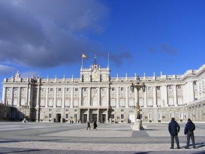 导游参观马德里皇宫学校