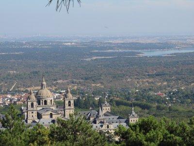埃斯科里亚尔村庄和修道院的导游