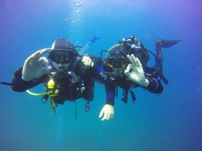 带潜水设备在 Cabo Tiñoso 进行双潜