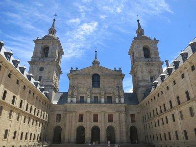 Attraversa le scuole della città e del monastero di El Escorial