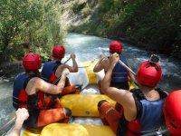 Remando en el rafting