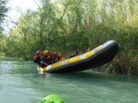 Haciendo contrapeso en el raft
