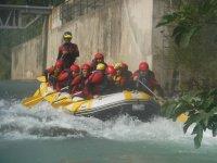 Rápidos durante el descenso en rafting