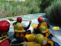 Grupo haciendo rafting