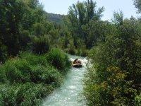 Recorriendo el río Guadalope en rafting