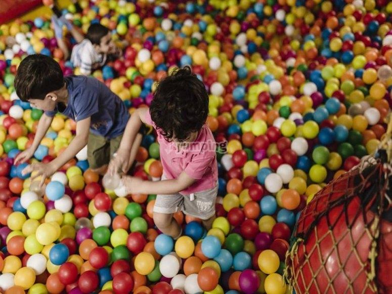 en el parque de bolas