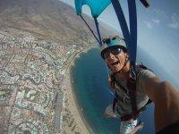 Descendiendo con el paracaidas abierto