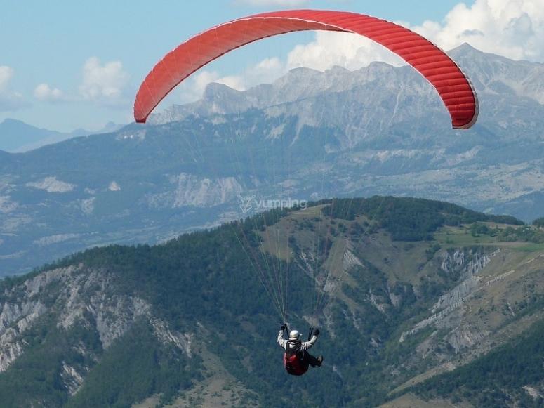 高山滑翔伞飞行