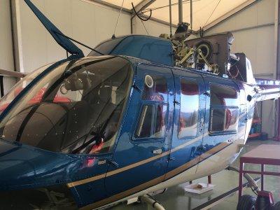 Pacchetto romantico limousine elicottero e barca a vela 3h30m