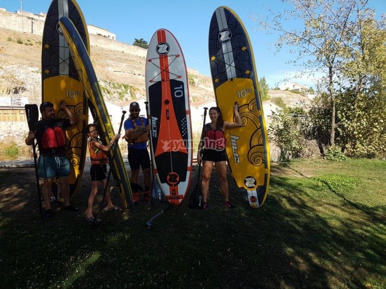 Sujetando las tablas de paddle surf