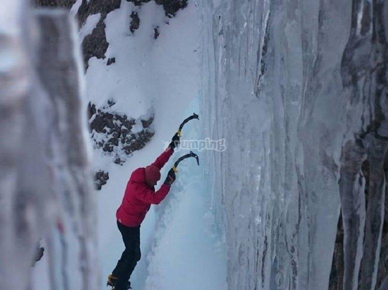 Escalando en el hielo