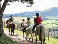 Paseando a caballo hacia los valles