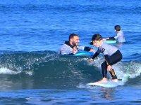 Peques surfeando con estilo